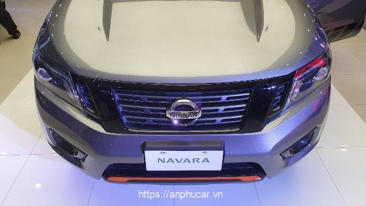 Nissan Navara 2020 den xe