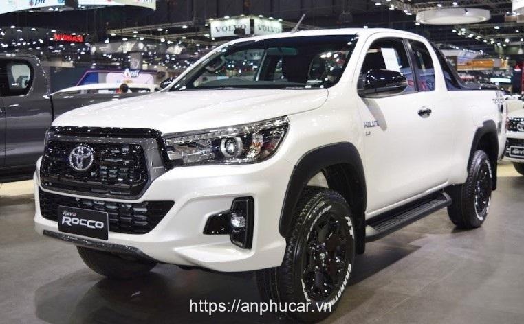 Toyota Hilux 2020 den xe