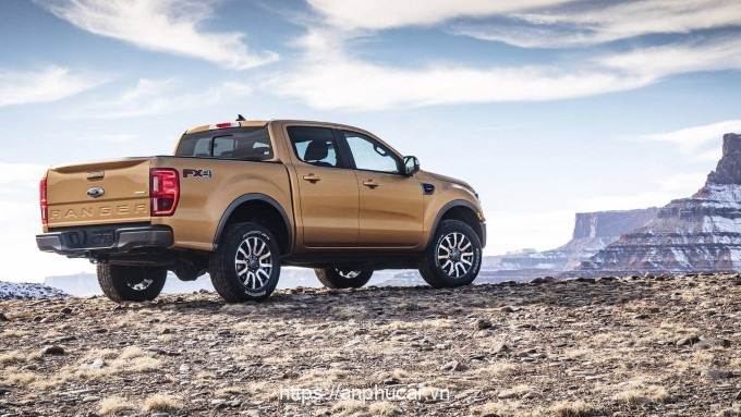 Ford Ranger Wildtrak hong xe