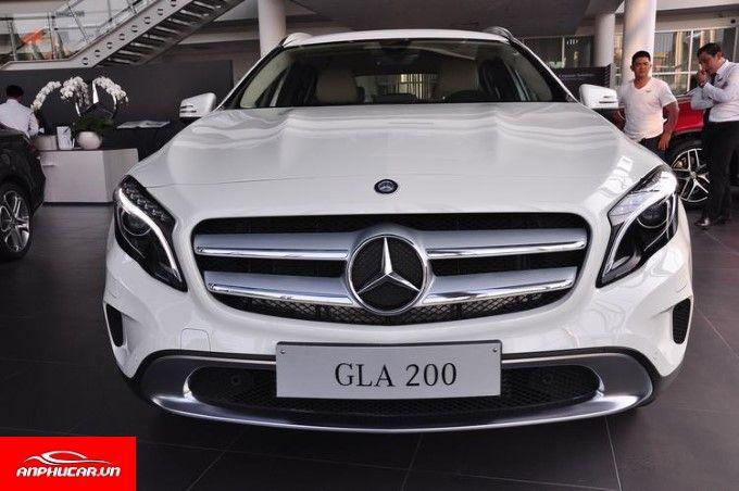 Mercedes GLA 200 den xe