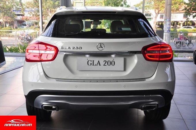 Mercedes GLA 200 duoi xe