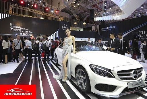 Mercedes GLA trung bay
