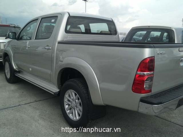 duoi xe hilux 2014