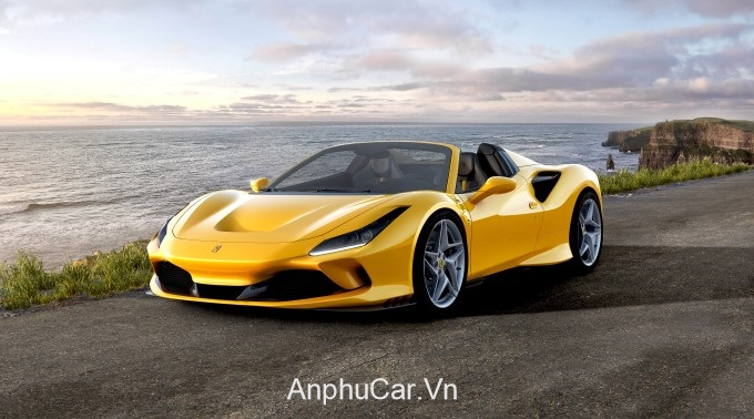 xe Ferrari Mau Vang