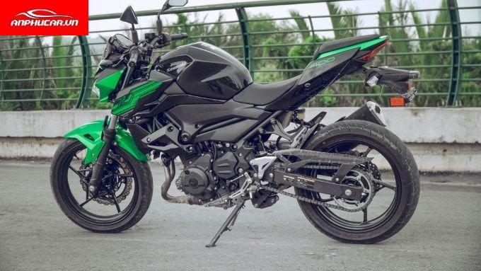 Kawasaki Z400 duoi xe