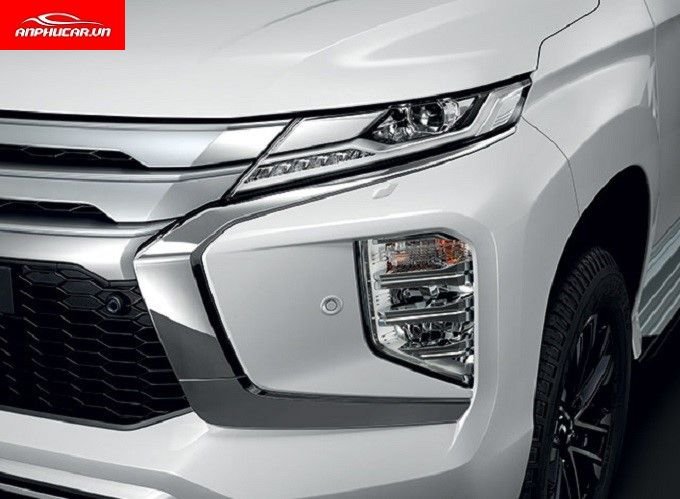 Mitsubishi Pajero Sport Den Xe